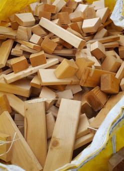 Anmachholz Brennholz Feuerholz gemischtes Brennholz Abfallstücke aus der Prodiktion